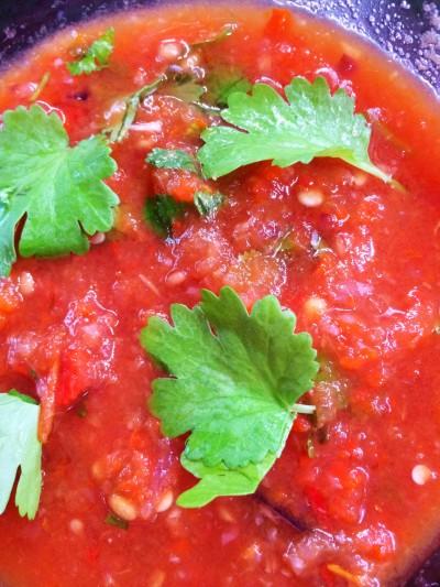Rökt tomatsalsa på grillen