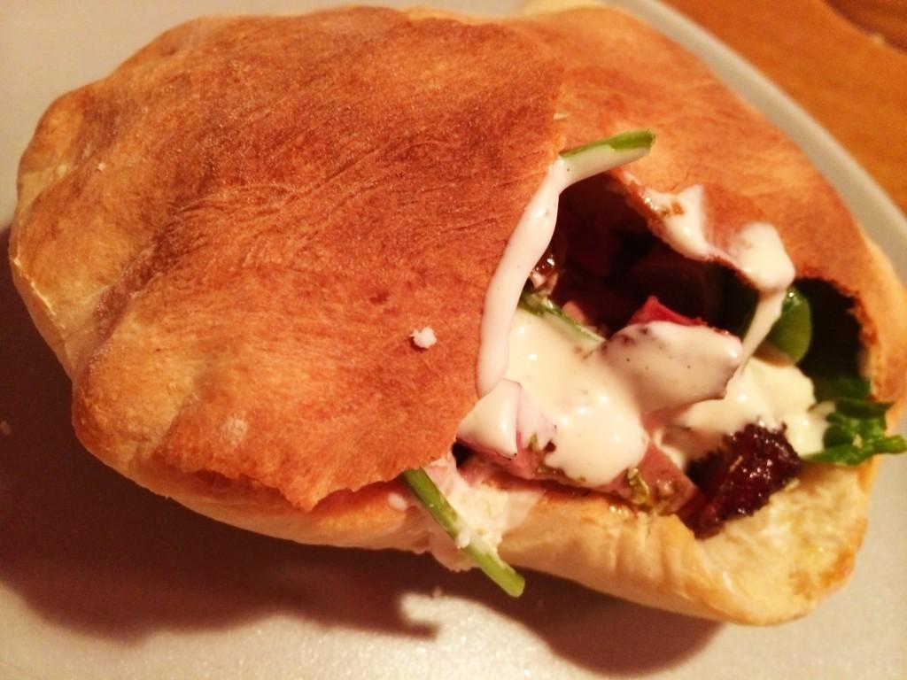 Grillad lammkebab med hemagjorda pitabröd