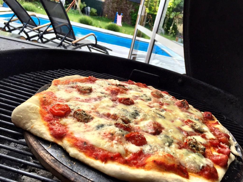 Grillad pizza med gorgonzola