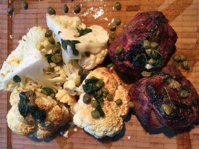 Grillad lammrostbiff med blomkål, brynt smör och salvia