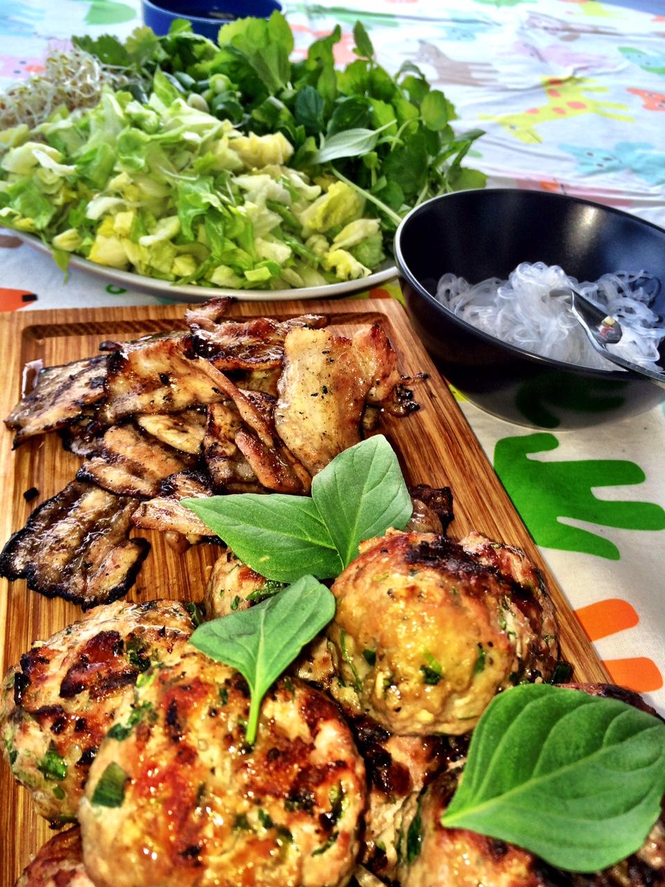 Grillade vietnamesiska köttbullar